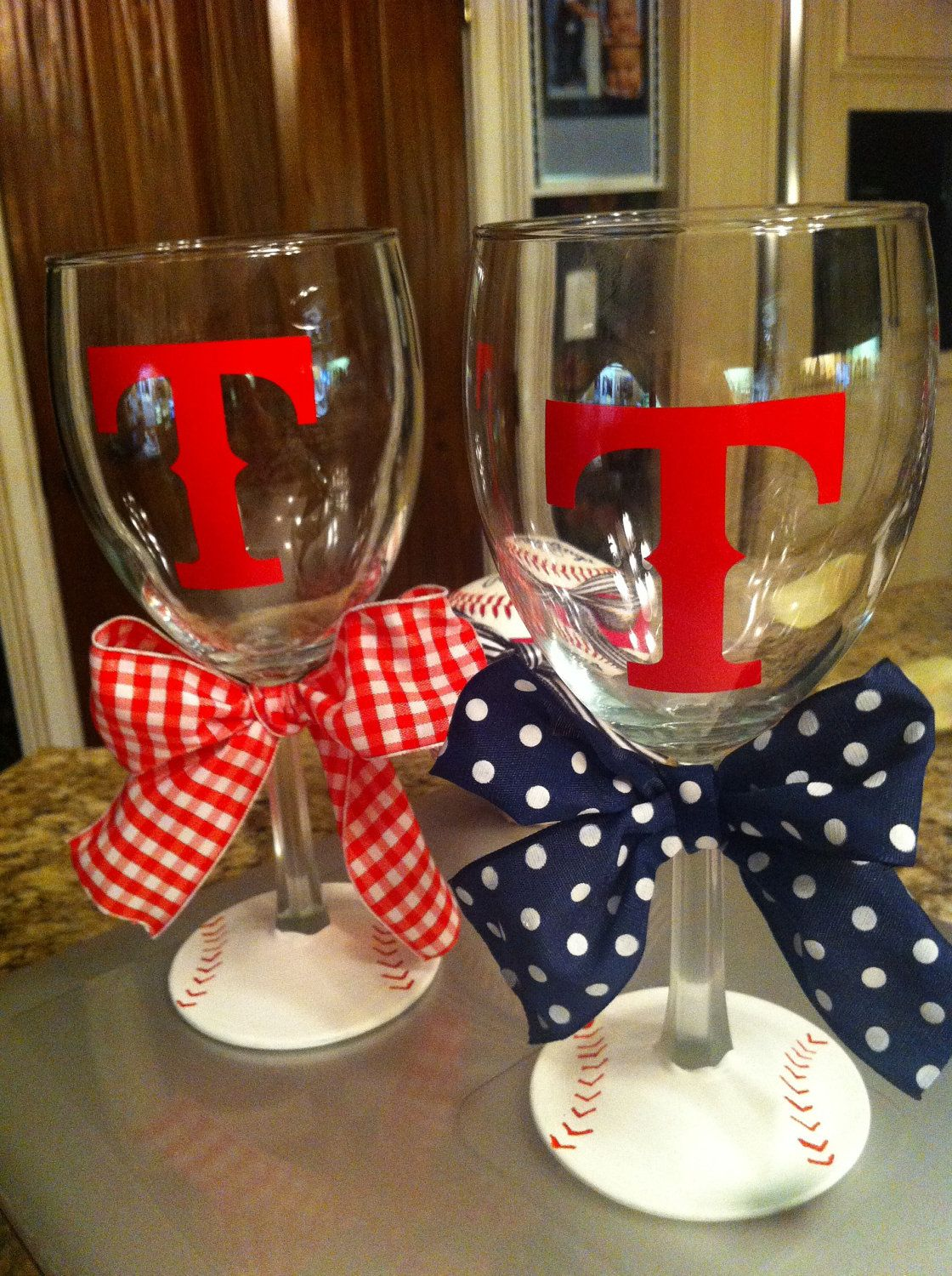 Mine Turned Out Almost Exactly Like This It Wasn T Easy But It Looks Great Used Regular Acrylic Paint A Wine Glass Decor Painted Wine Glasses Texas Rangers