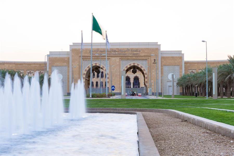 جامعة نورة توضح حقيقة شرط موافقة ولي الأمر لاشتراك الطالبات في نادي الجامعة Mansions House Styles Taj Mahal