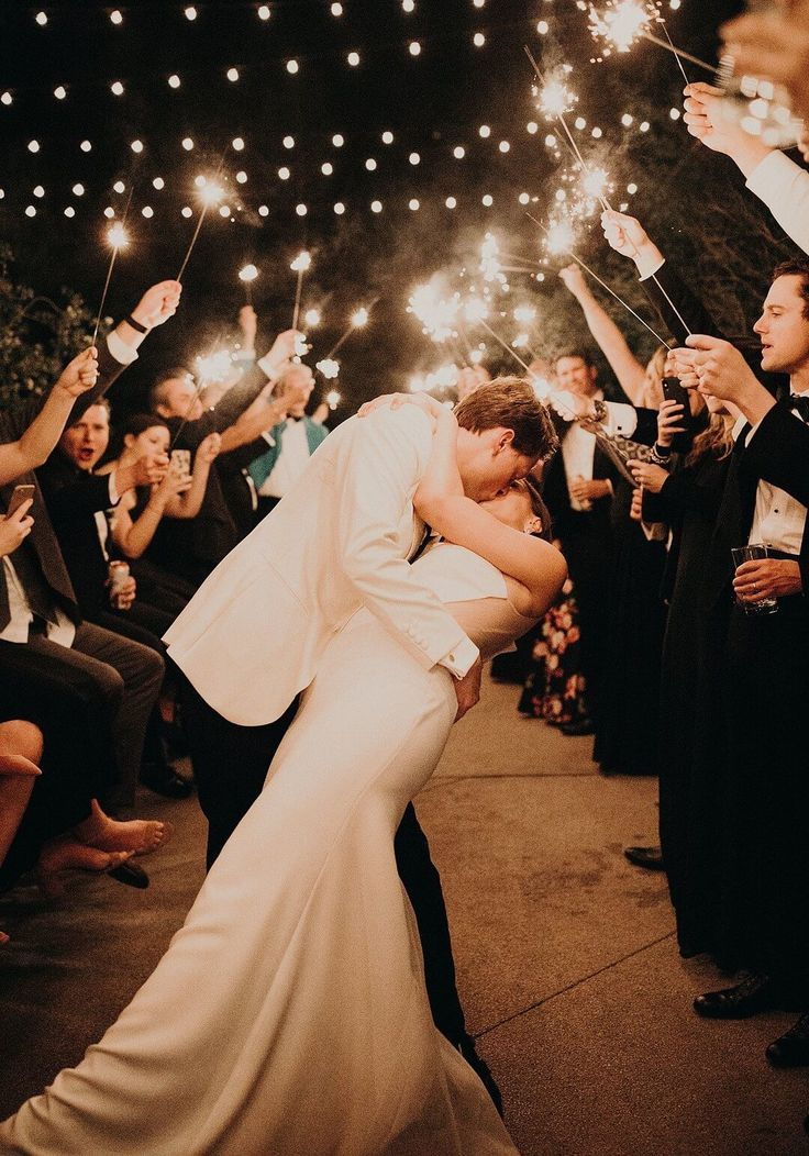 Inspiration For A Sophisticated Modern Wedding Day Bridesmaids Confession Wedding Modern Beach Wedding Wedding Photographers