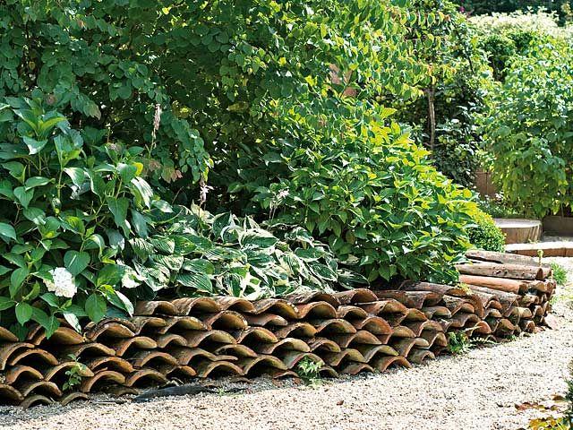 Comment cr er des bordures tuiles bordure et vieux for Bordure de jardin pas chere