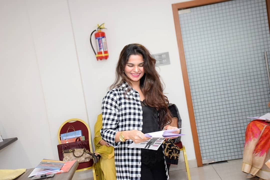 Tht Level Of Happiness You Get When You Realise How You Get To Positively Impact People's Life . . #satisfaction #workspace #worksatisfaction #pleasure #happiness #workwear #smile #imageconsultancy #imagecoach #softskills #personalitymanagement #personality #mywork #myaura #aura #auraglow #glowup #trainingday #trainerlife #motivationalspeakers #impact #impactlife #impactothers