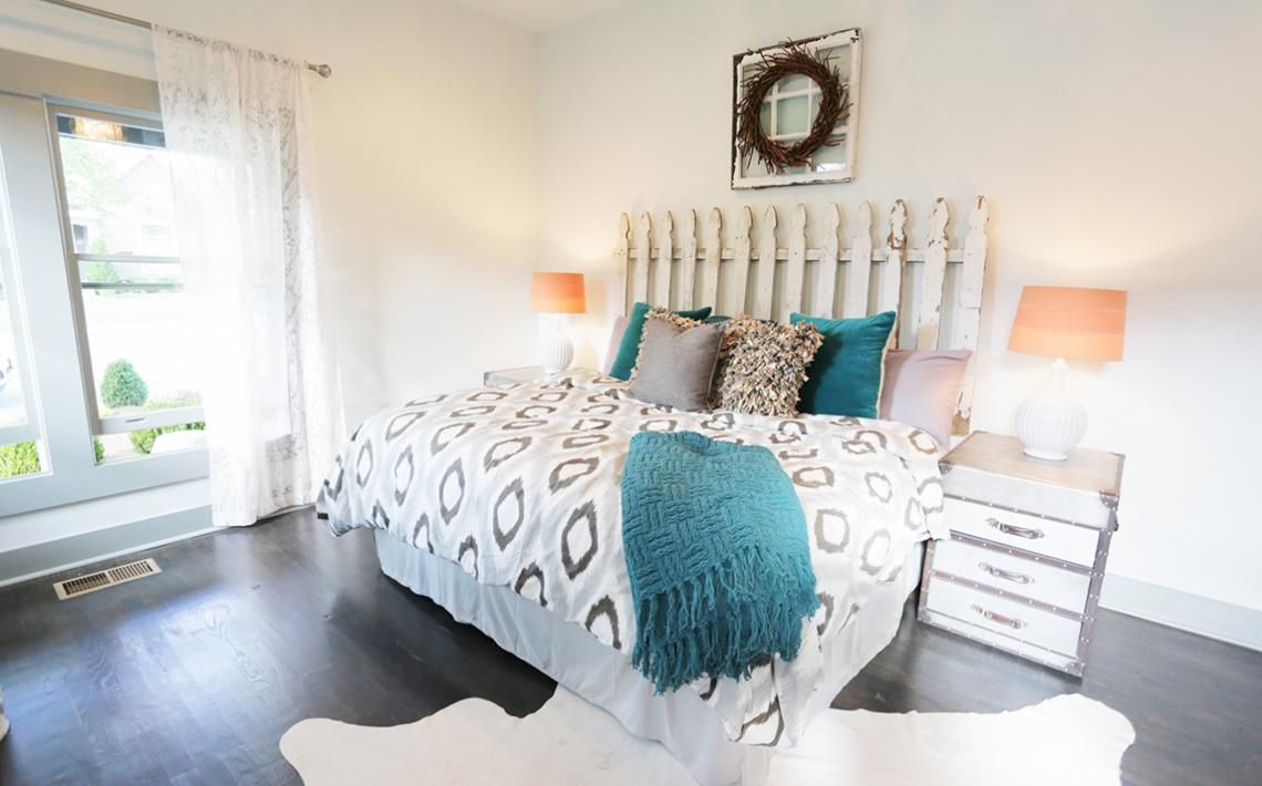 From Masters of Flip Big beds with a lot of pillows Yes please