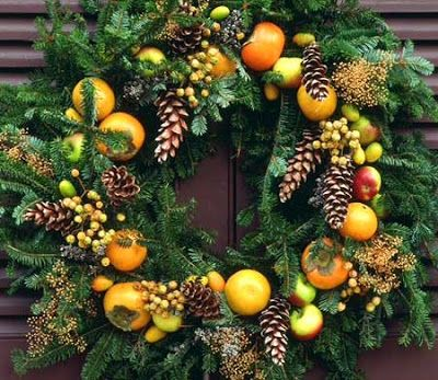 I love this wreath - the oranges and other fruits are great, but I especially love the shape and texture of this particular evergreen base. (The French Tangerine: ~ wreath cuisine)