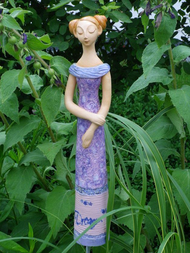 Gartenfiguren aus keramik als pflanzstecker f r die for Gartenfiguren aus keramik