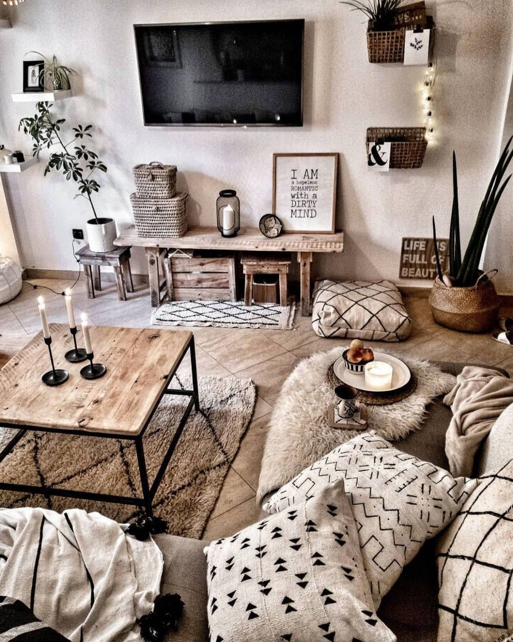 Simple Living Room Interior Design: Rustic Boho Living Room In 2020 (With Images)