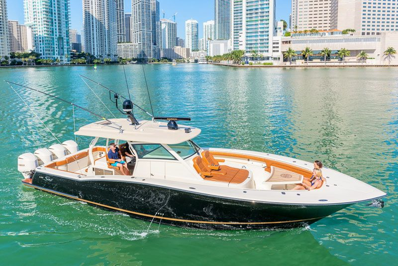 Scout 420 LXF Luxury Center Console Fishing Boat