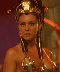 Monica Bellucci Bella Google Search Monica Bellucci Cleopatra Female Heroines