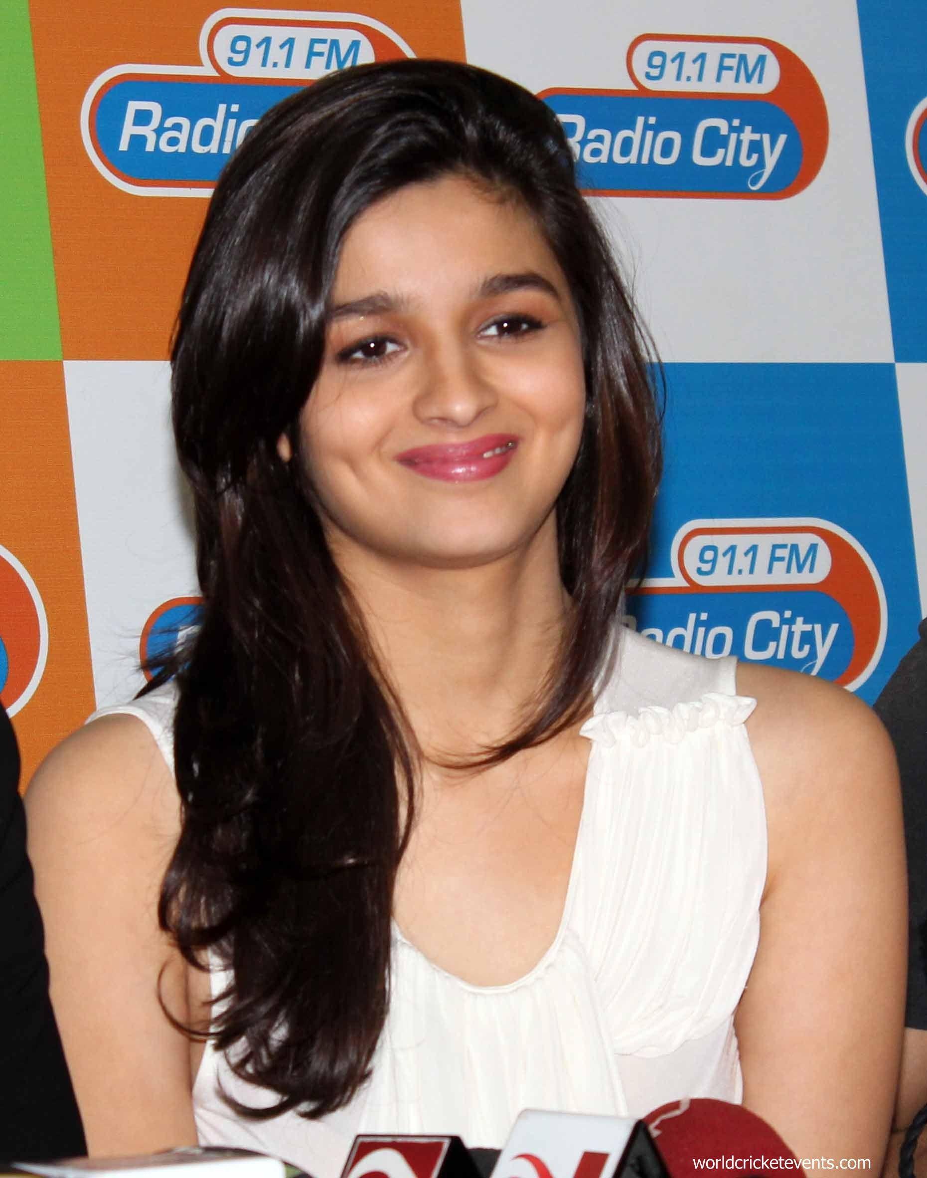 nude-pooja-bhatt-pussy-spreading-sweedish-girl