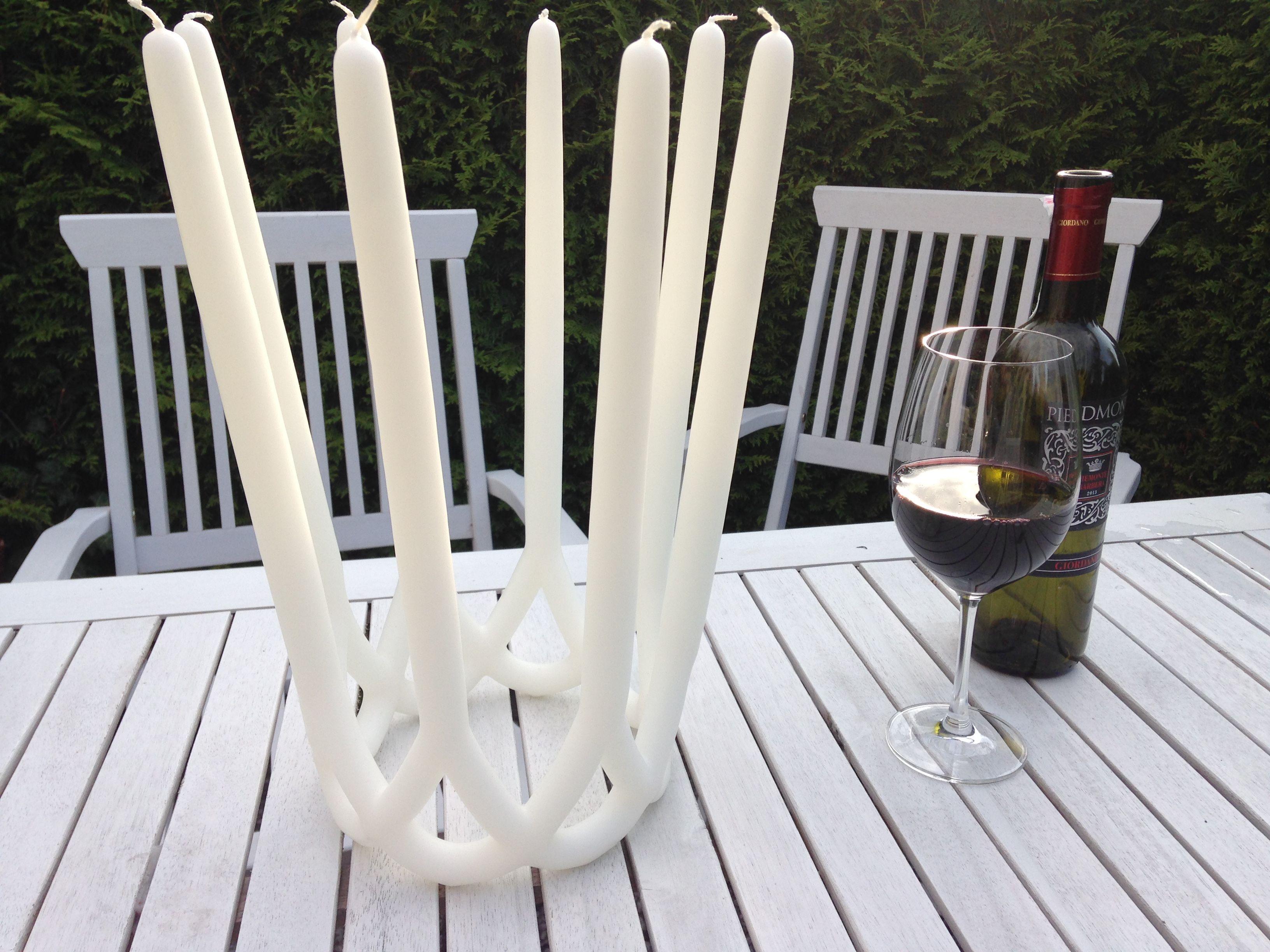 Atemberaubende Kerzenkunst. Aufwändig aus einem Stück handgezogen.