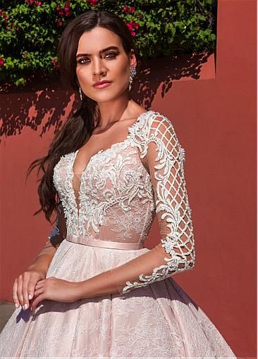 Fantastic Tulle & Lace V-Neck Ball Gown Wedding Dresses With Beaded Embroidery