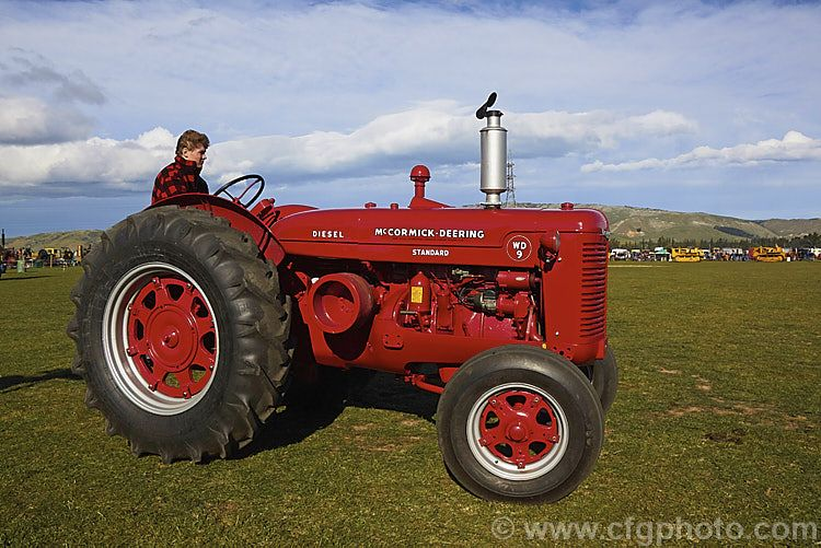 A 1945 Mccormick Deering Wd9 The Largest Of The W Range Tractors The W9 Wd9 Has A Diesel Motor Had A Large Low Vintage Tractors Tractors Antique Tractors