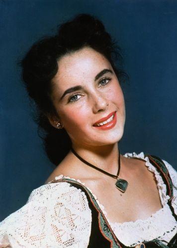 Like Elizabeth Taylor Becky Siddons Has Violet Eyes And Dark Hair Young Elizabeth Taylor Elizabeth Taylor Elizabeth Taylor Cleopatra