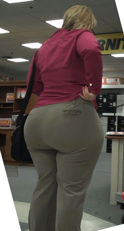 thick white girls ass