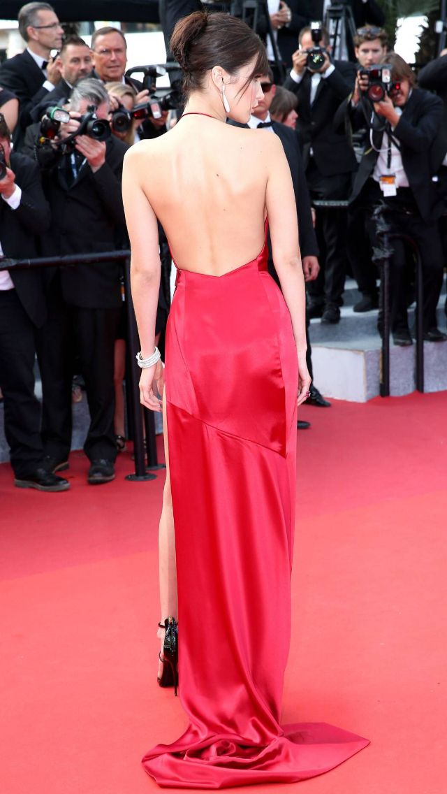 Bella hadid robe rouge