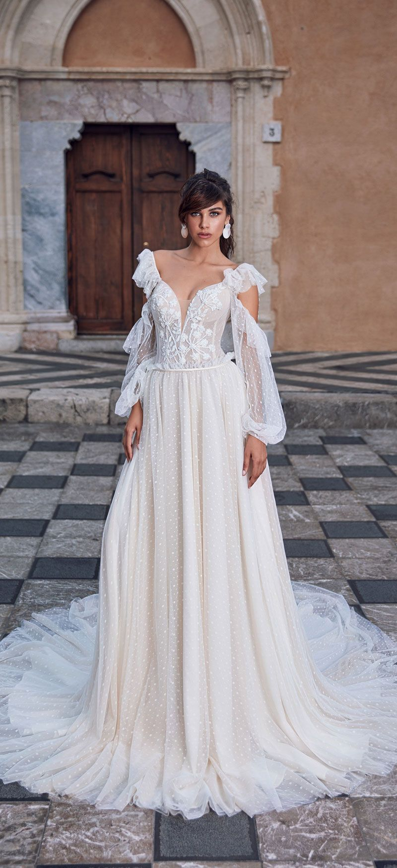 Gorgeous long sleeve wedding dresses for darling brides
