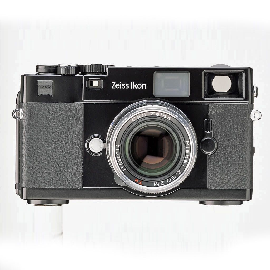Zeiss Ikon Camera (2013) – The new Zeiss Ikon camera combines a classical design with easy-to-use operation. Features and controls are designed to make practical photography comfortable and free from unpleasant surprises caused by the camera. #Photography #Analog #35mm #Vintage #Classic #MadeInGermany