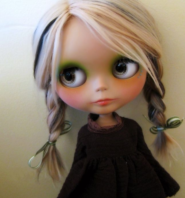 Blythe Doll.. If I could figure out where to buy one of ...