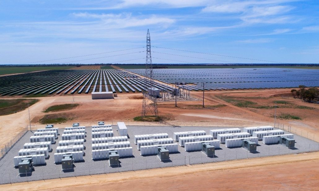 Australia S Largest Integrated Battery With A Solar Farm Powers Up In Gannawarra Solar Business Hub Solar Farm Solar Solar Power Plant