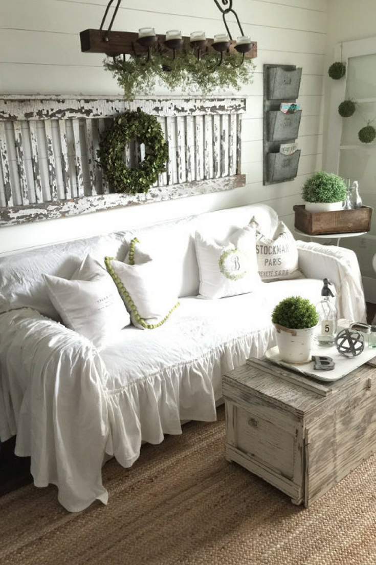 Housse De Canapé Shabby Chic what's not to love | ruffled slipcover | sofa cover | sofa