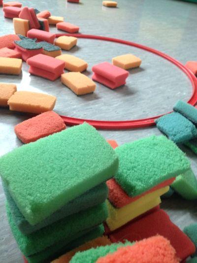 Farbsortierung Bewegungsspiel mit Abwaschschwämmen