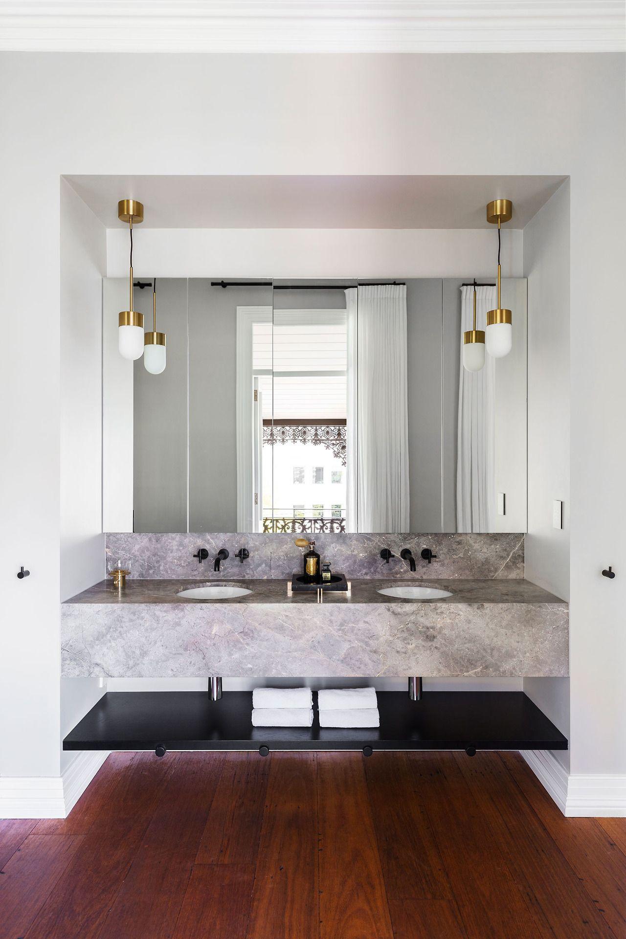 Chique ruime badkamer met niveauverschil | Pinterest - Chique ...