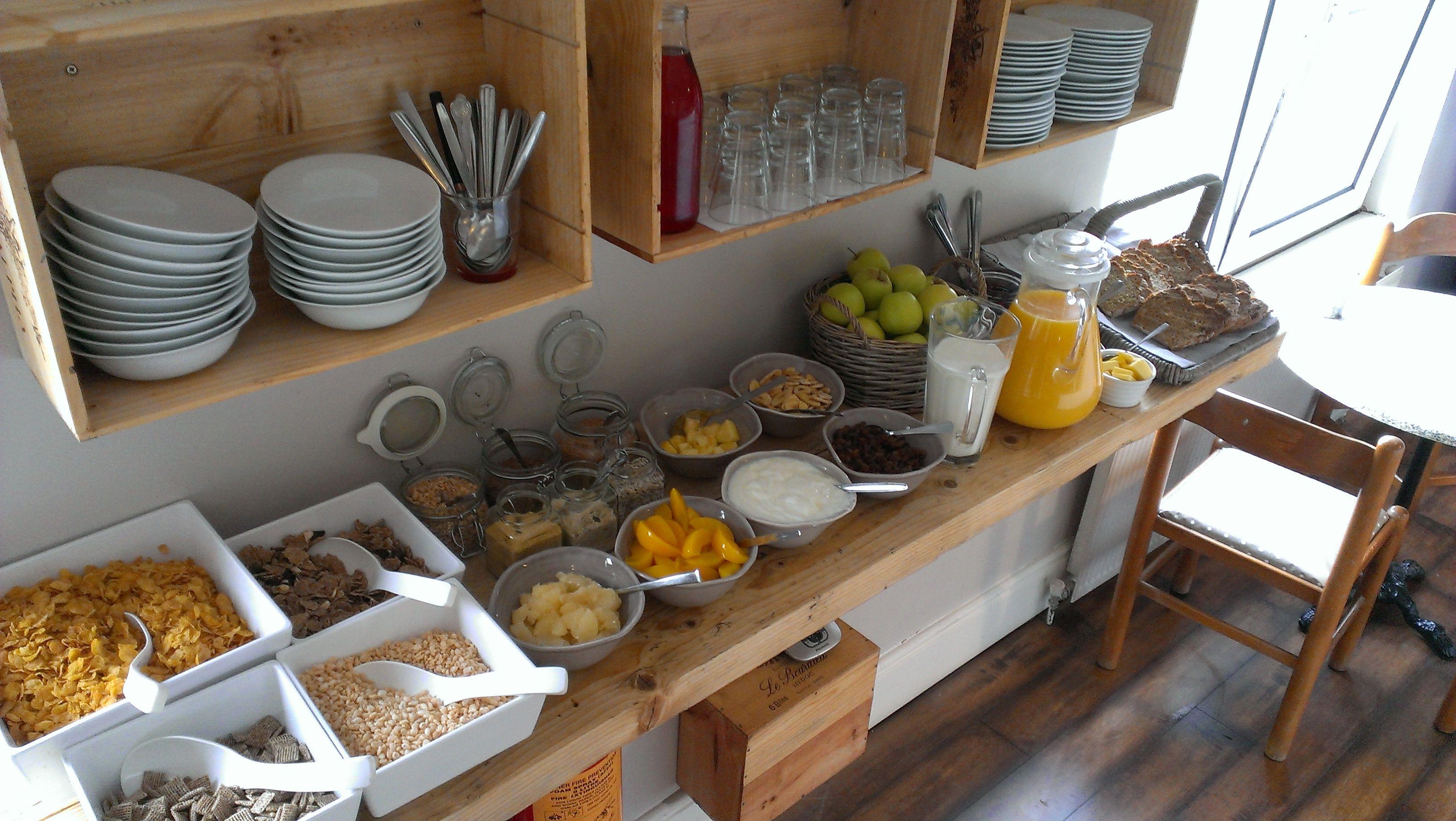 continental breakfast buffet at doolin hostel buffet fr hst ck pinterest fr hst ck und. Black Bedroom Furniture Sets. Home Design Ideas