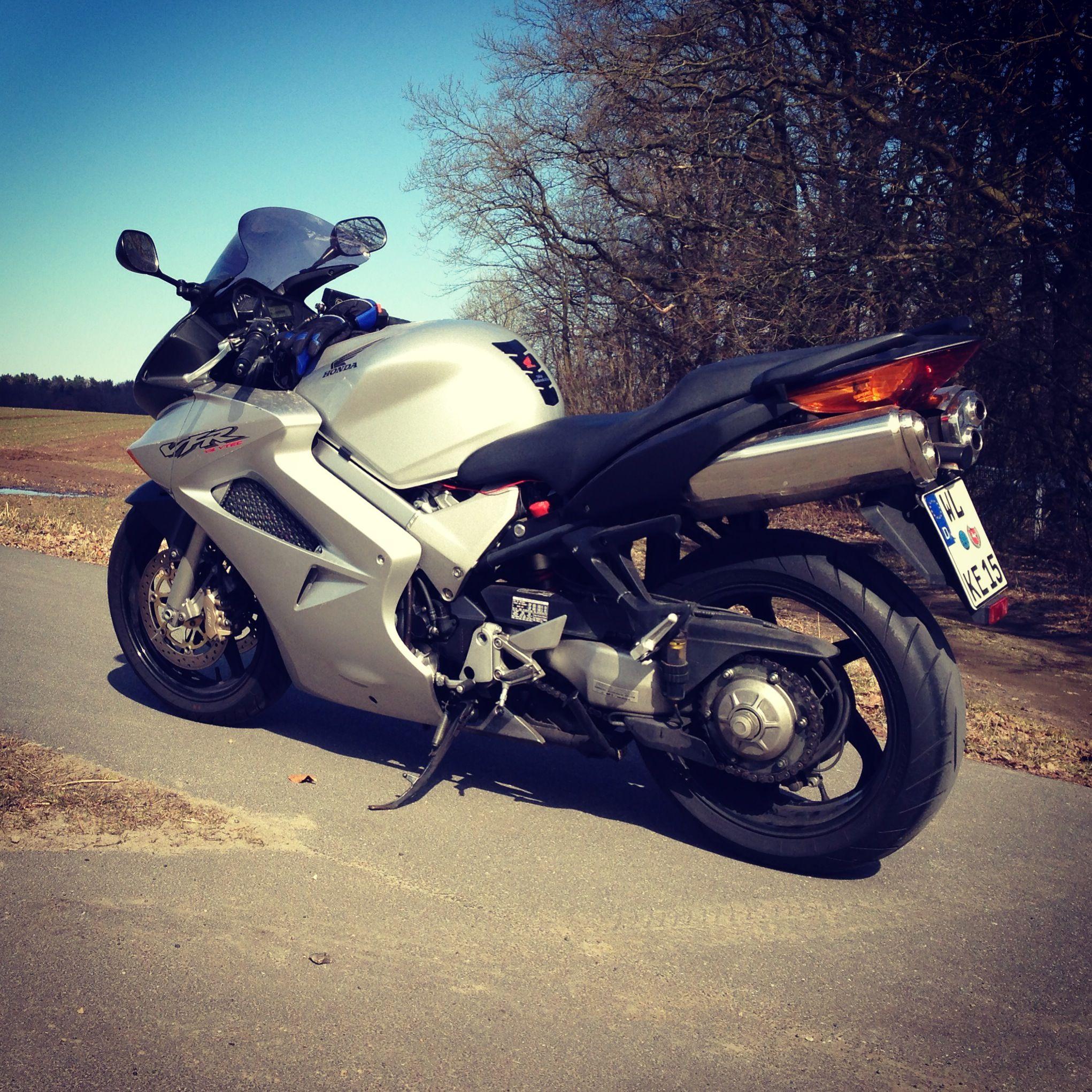 My Current Ride Honda Vfr800 Vtec Bike Stuff Pinterest