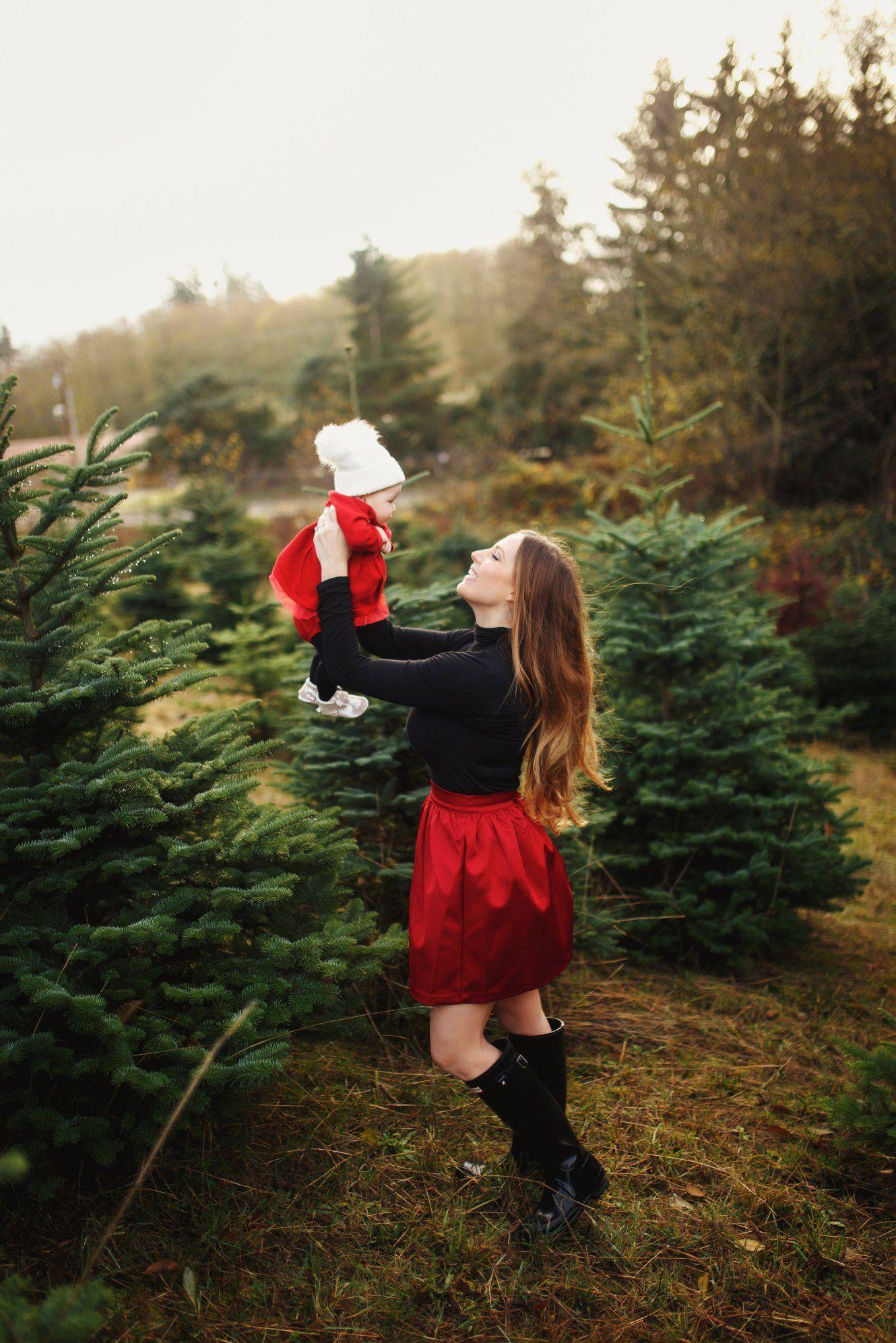 A Very Merry Christmas To You Bainbridge Boheme Christmas Pictures Outfits Christmas Family Photos Christmas Photoshoot