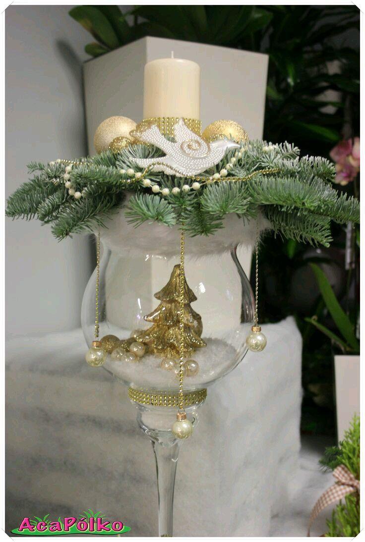 Usa copas de cristal para crear llamativos y elegantes for Centros de mesa navidenos elegantes
