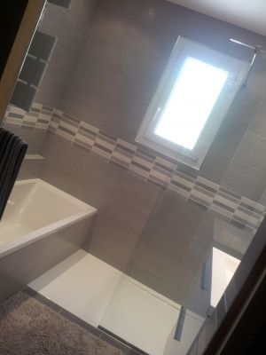 Dans 4m2 seulement une baignoire 150 x 70 et une colonne en 40, une - salle de bains douche italienne