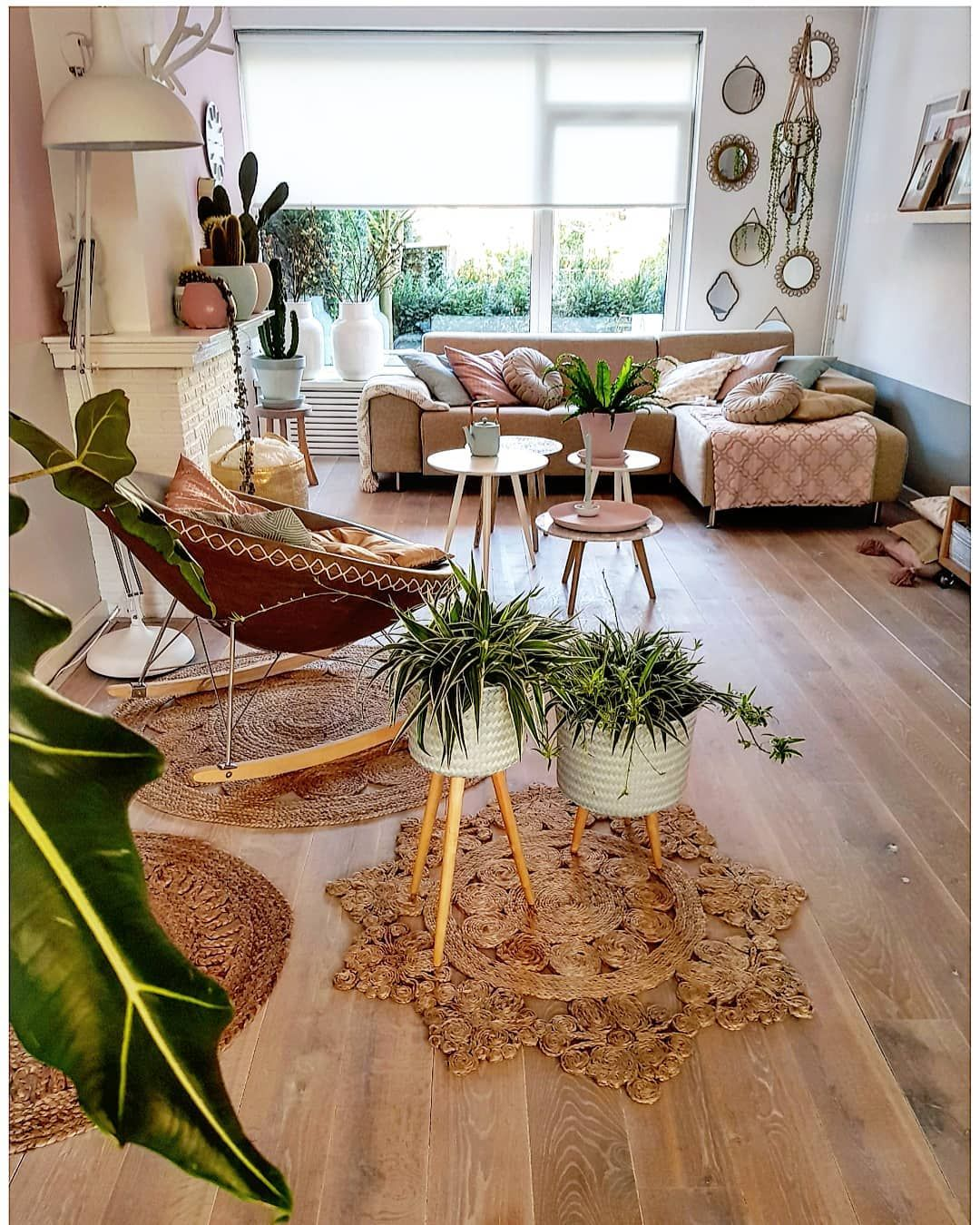 Hier vanavond lekker op bank hangen en bij jullie naar binnen kijken ik vind het wel een grappige uitspraak want weet iedereen dan  also enthralling bohemian style home decor ideas color is  rh pinterest