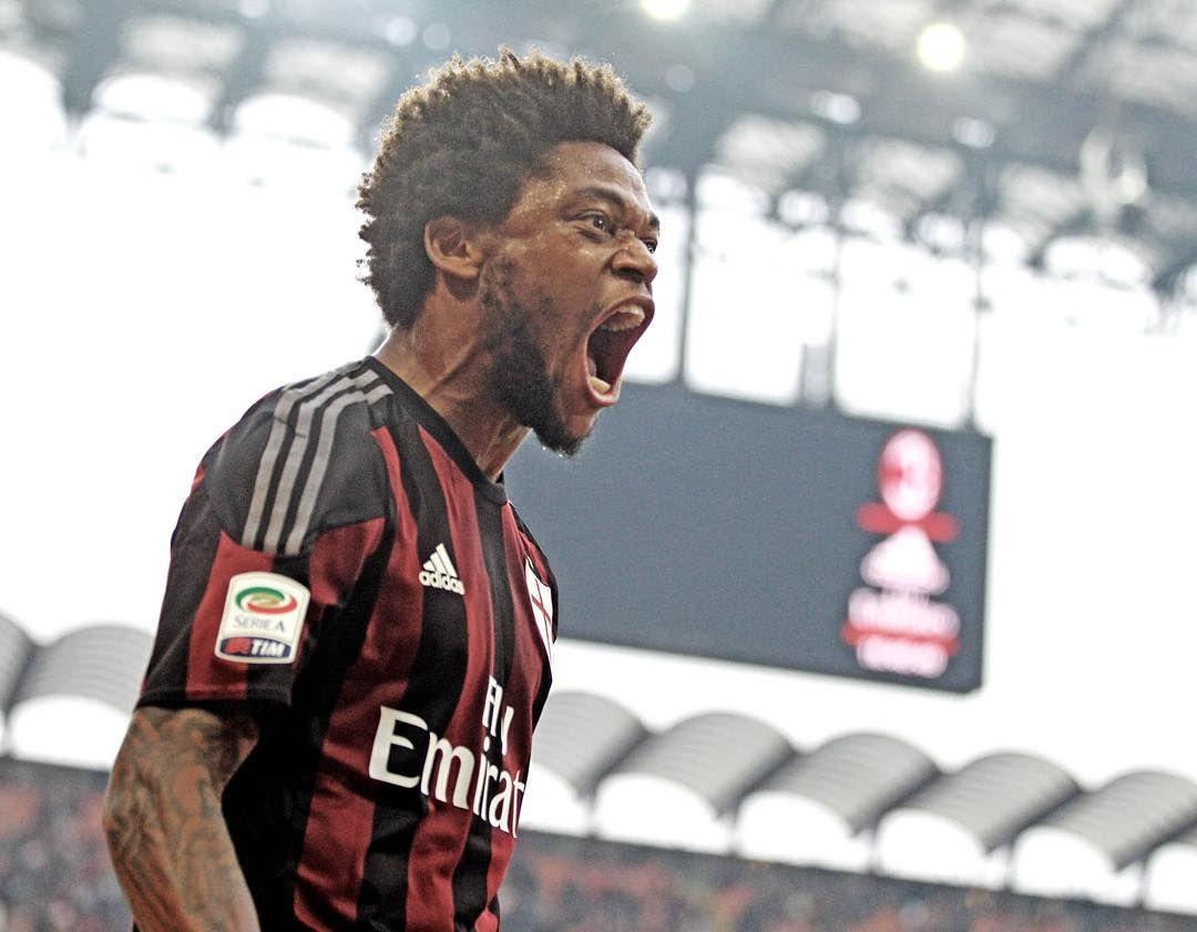 """""""@luizadrianinho roars after his winning goal vs Sassuolo!  Il ruggito di Luiz dopo il gol vittoria! #MilanSassuolo 2-1  #ForzaMilan #weareacmilan"""""""