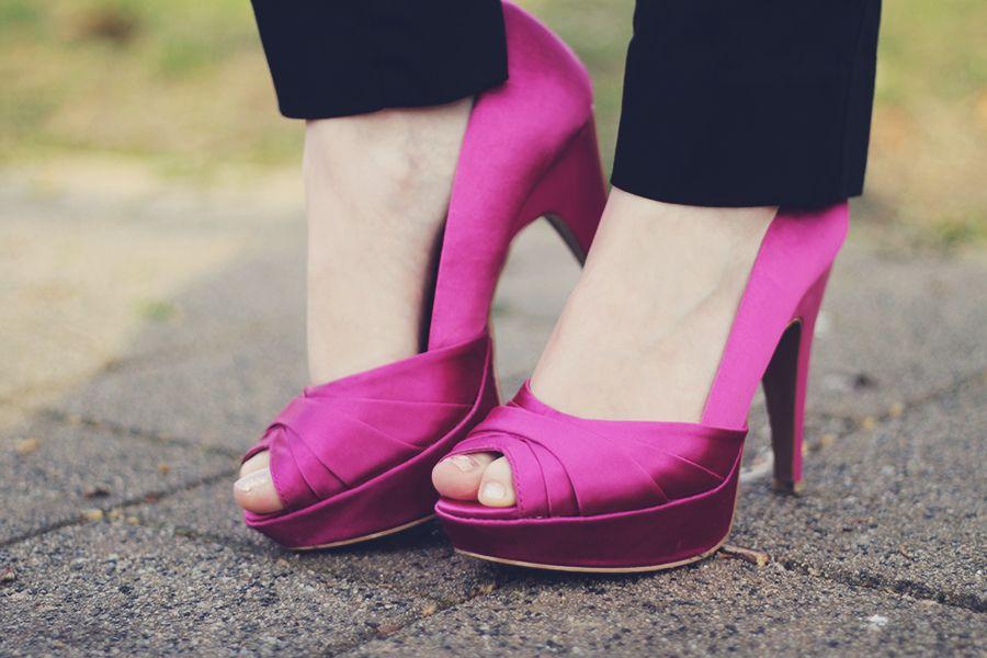 Satin peep-toe pink shoes.