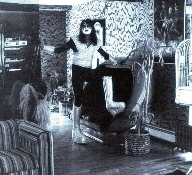 Ace Frehley At Home 1977 Ace Frehley Vintage Kiss Kiss Pictures