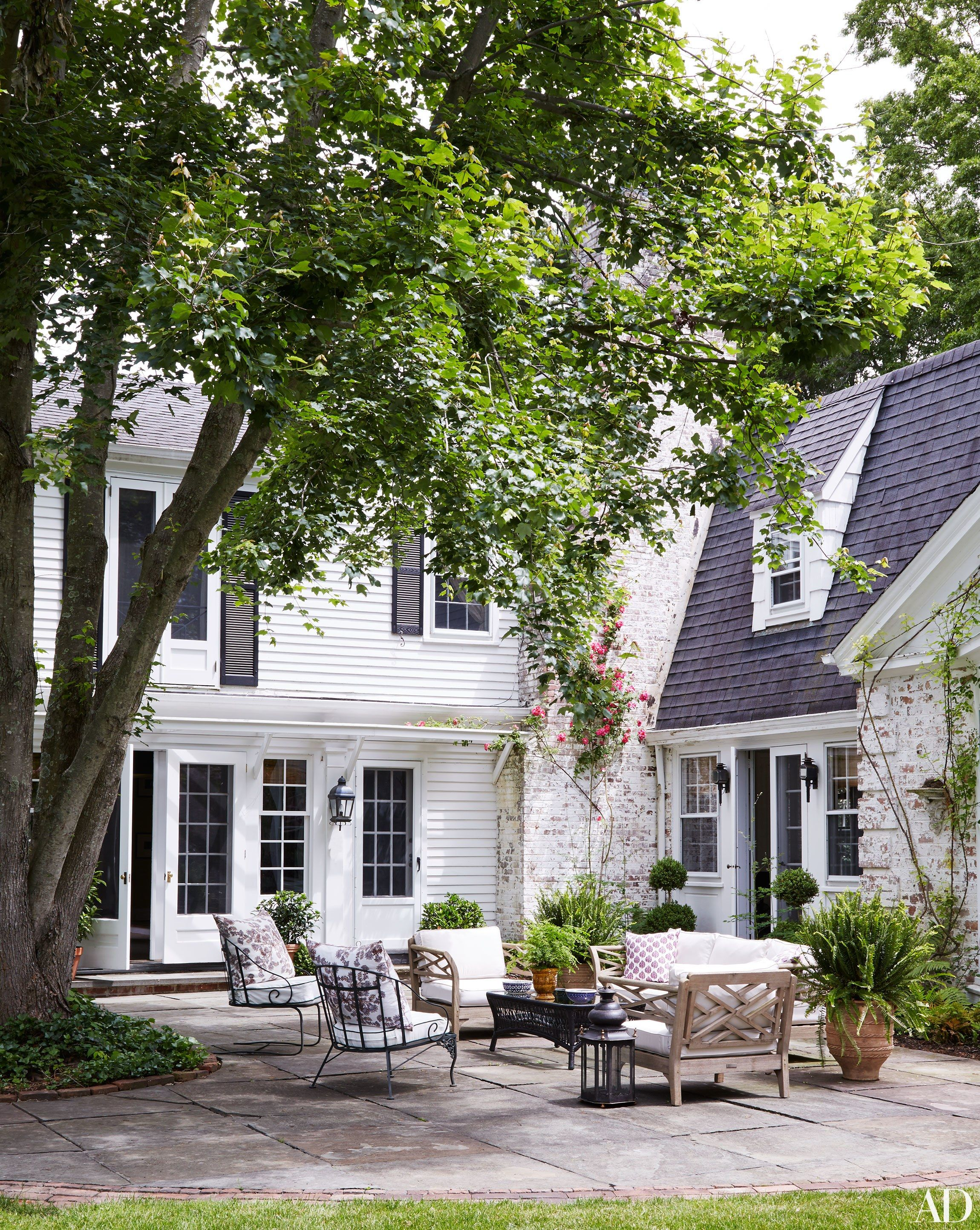 Daniel Sachs And Kevin Lindores Reimagine A House On Long Island S North Shore Long Island House Shore House House Exterior Shore house backyard ideas