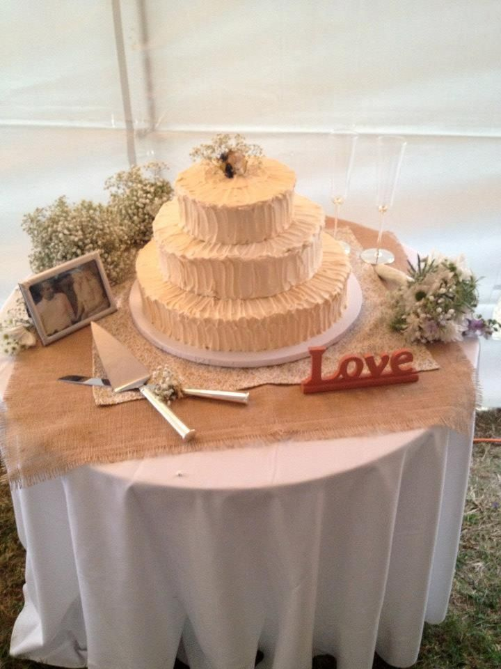 Wedding Cake Tablet Set Up Cake Table Textured Icing Cake Love Sign Painted By My Momma Burlap Cake Table Anniversary Cake Wedding Cakes