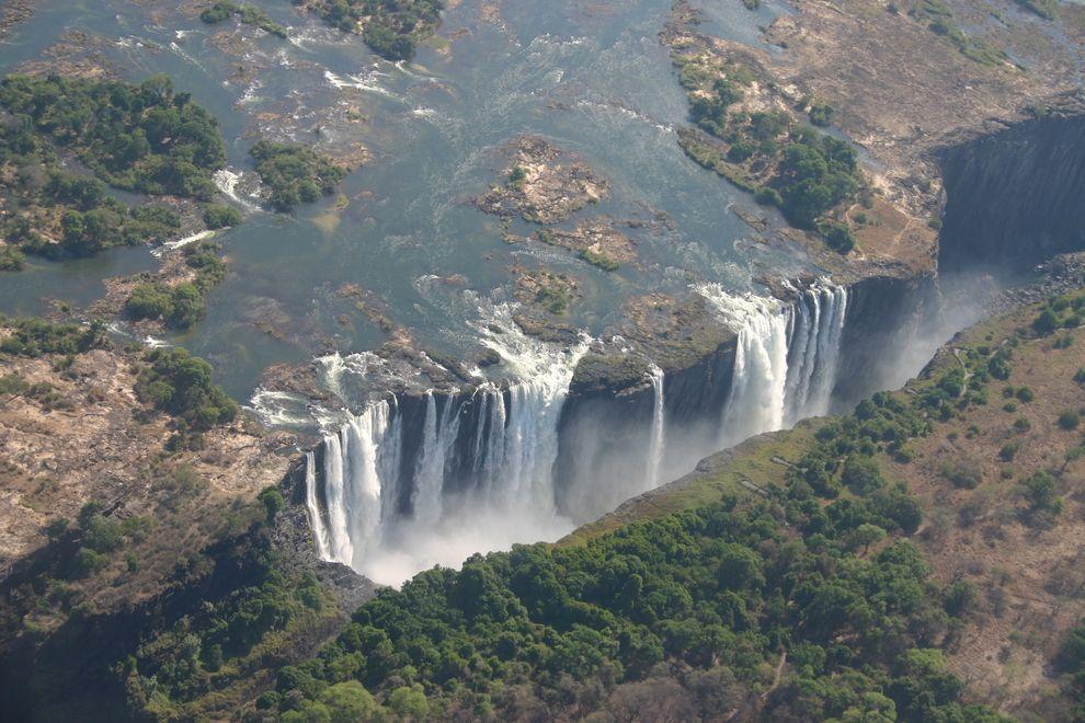 Victoria Falls limítrofes Zimbabwe y Zambia en África | 27 Surreal Places To Visit Before You Die
