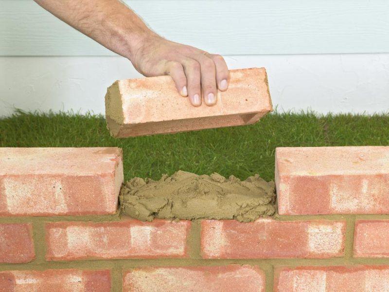 Gartenmauer Aus Ziegelsteinen Selber Bauen Anleitung Mit Bildern Gartenmauer Selber Bauen Gartenmauer Stutzmauer Garten