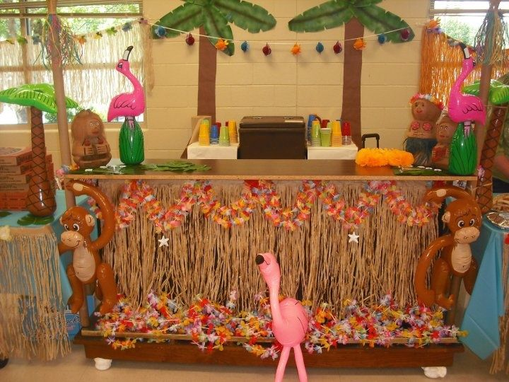 Luau diy tiki hut as beverage station party ideas for Beach hut decoration ideas