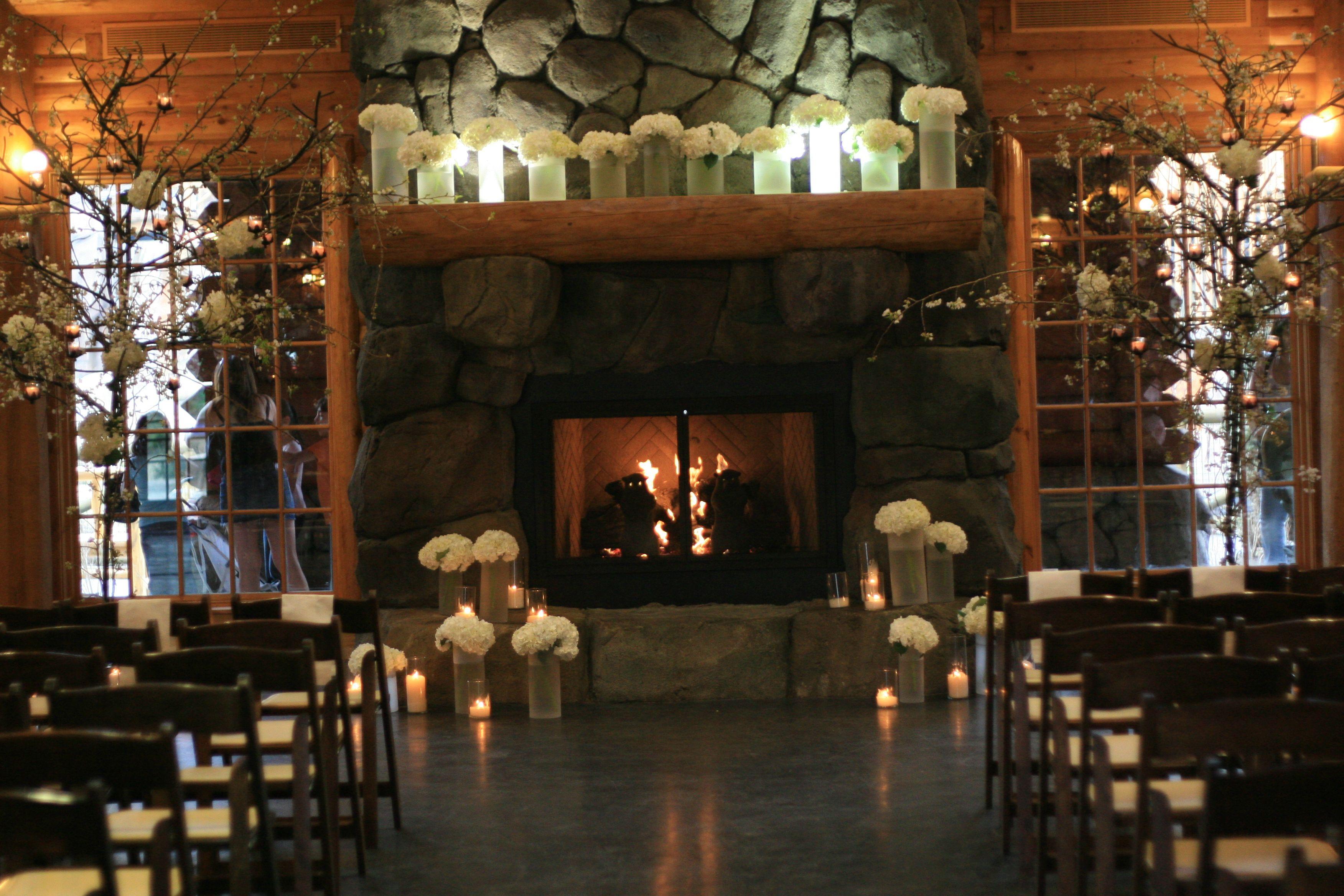 Winter wedding ceremony at Teton Trek, Memphis Zoo, mantle with ...
