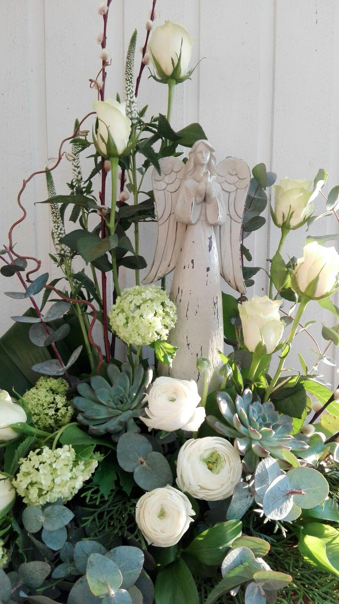 Begravningsdekoration med antik ngel begravningsdekoraton blommor begravningsdekoration med antik ngel begravningsdekoraton blommor ngel funeral flowers angel izmirmasajfo
