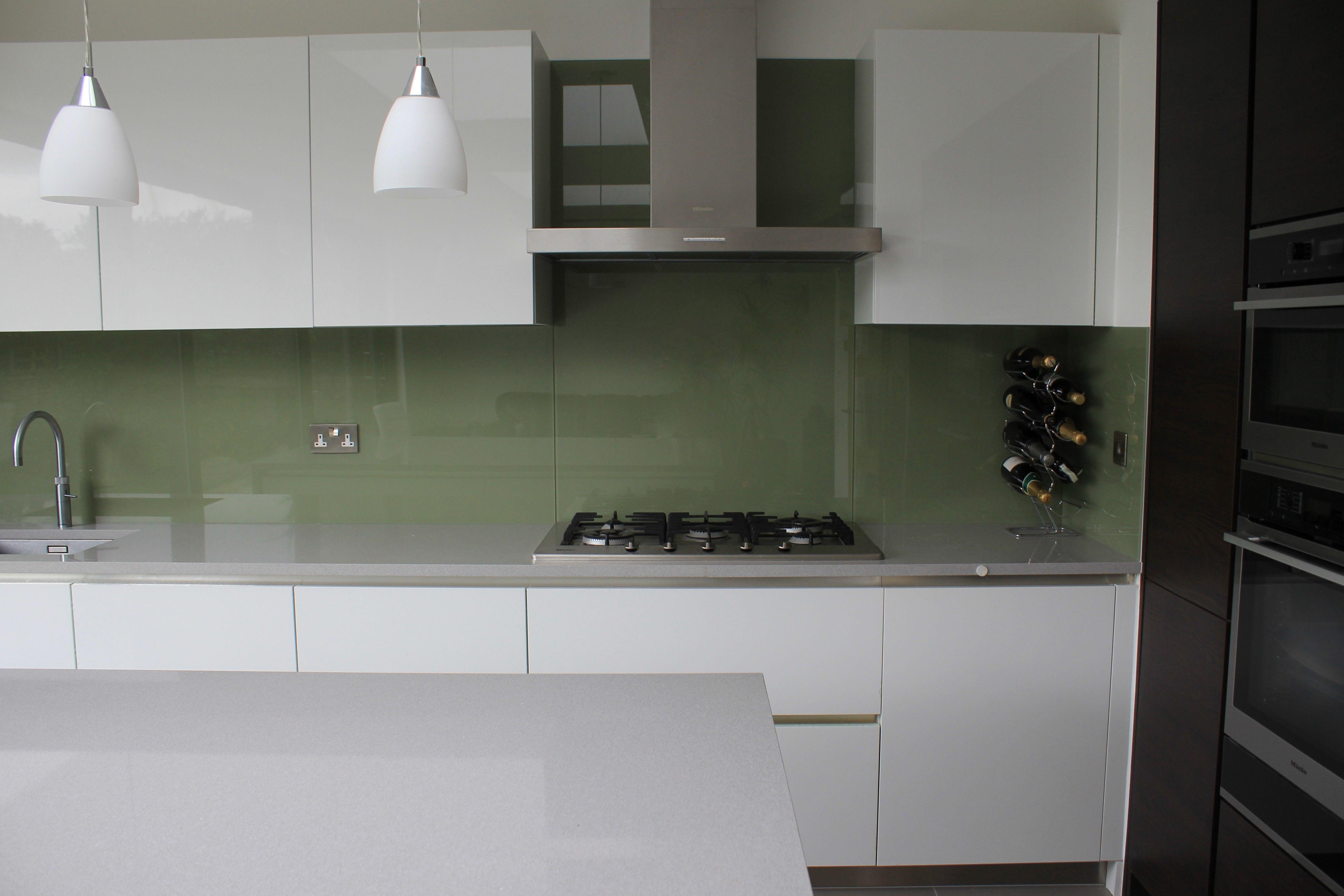 Download Wallpaper White Kitchen Silver Splashback