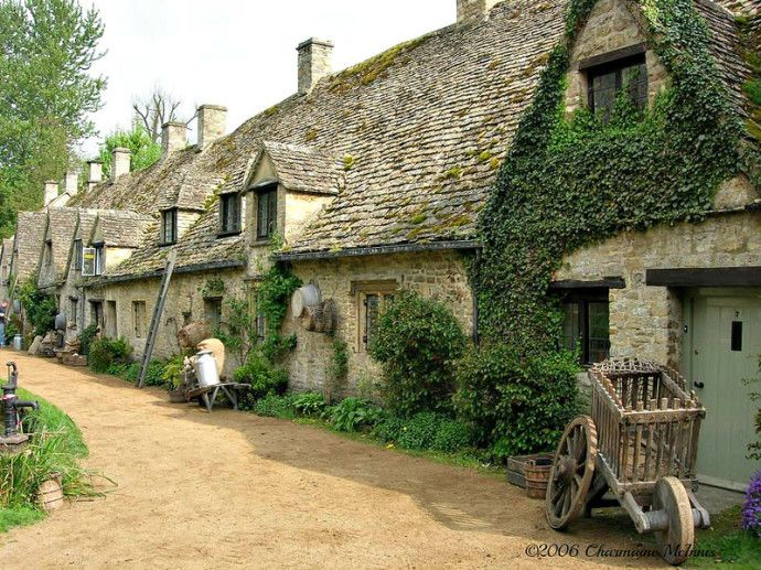 13 of the most charming small towns in the world bibury for Beautiful cottages pictures