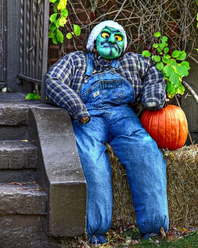 Halloween neighbor jigsaw puzzle in halloween puzzles on