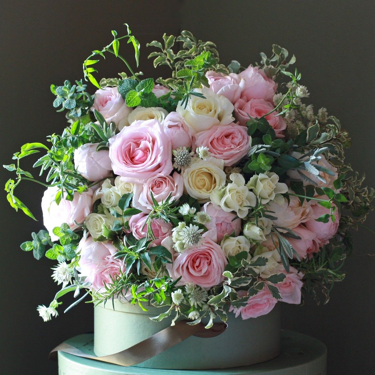 A wonderfully scented luxury bouquet #scentedgardenroses http://www ...