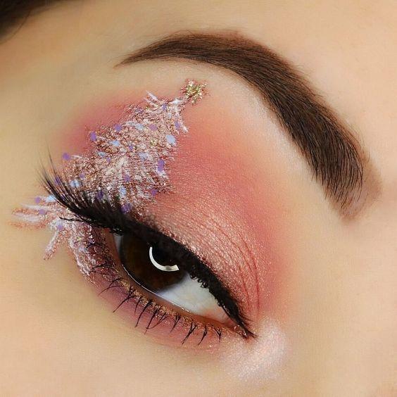 31 Stunning Christmas Makeup Looks Youll Love #glittereyemakeup