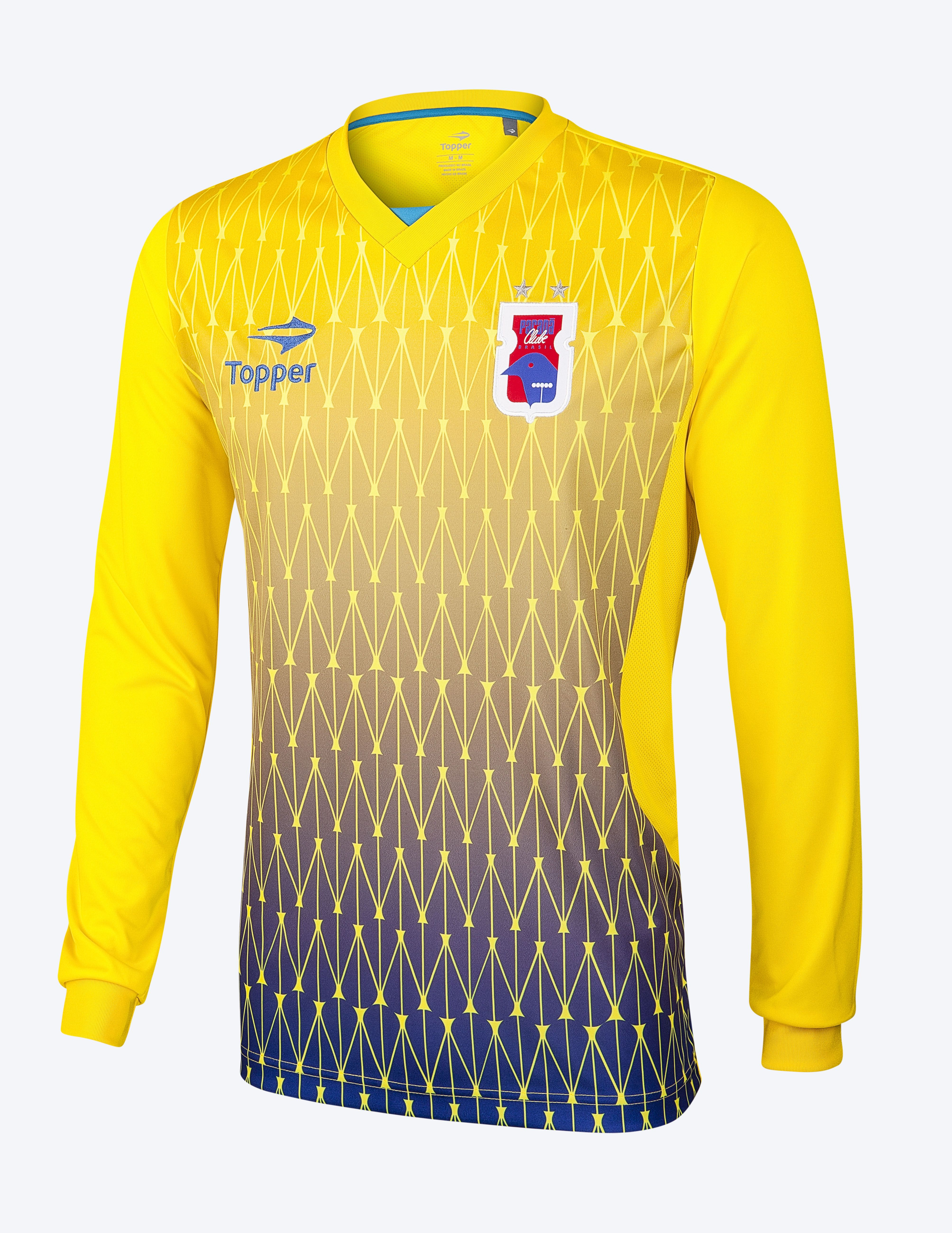 """e5eb794293 Já a camisa de treino de goleiro tem como cor predominante a amarela com  degradê em tons de azul. Também possui gola em """"V""""."""
