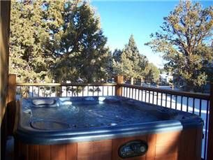Bear Loop Cabin in Big Bear...would love to be relaxing in this hot tub!