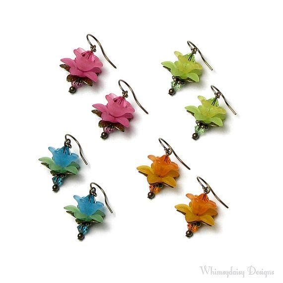 Sweet Petite Flower Antique Brass Earrings by whimsydaisydesigns - blomsterørenringe små - skal laves