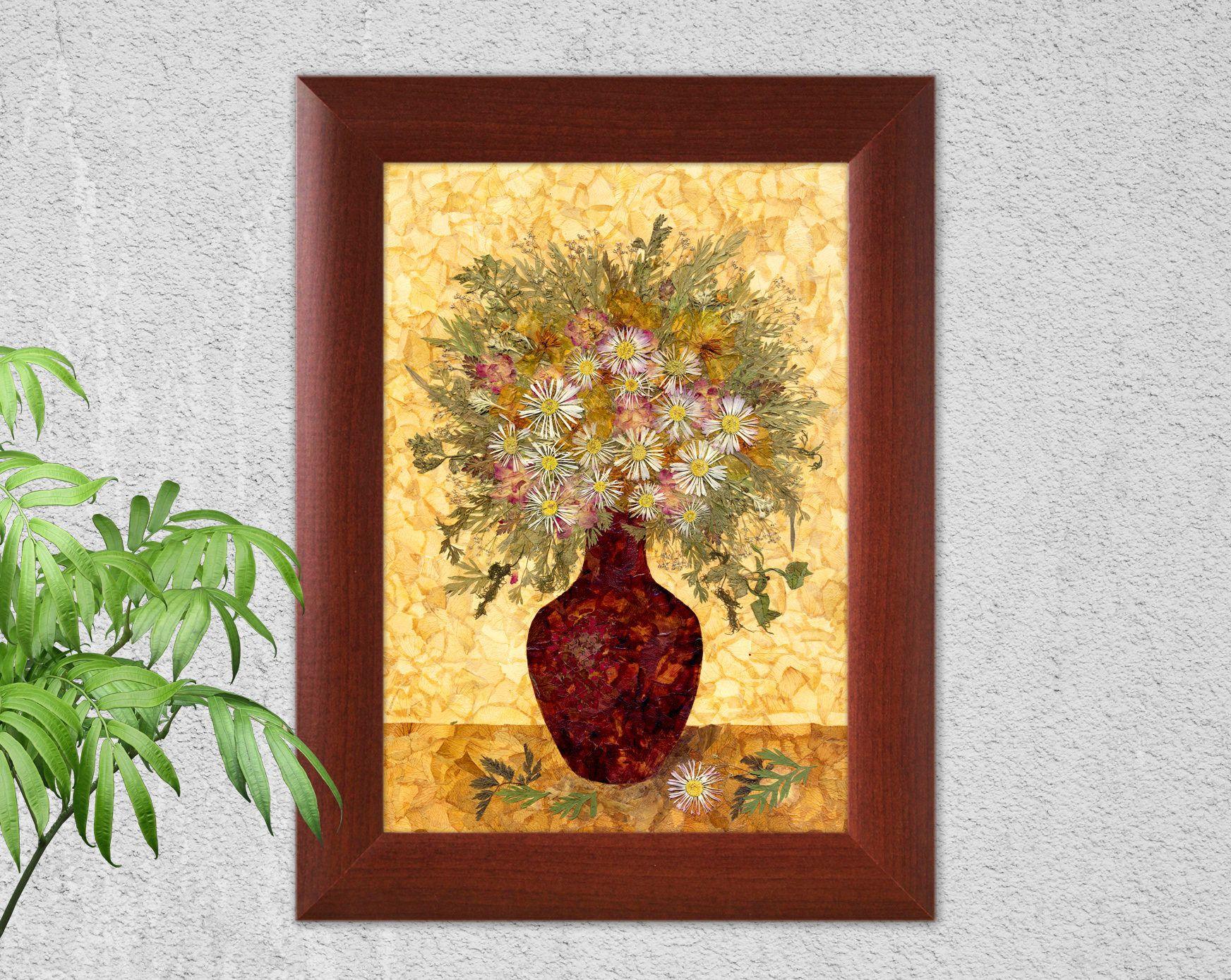 Flower still-lifes, pressed flowers, pressed leaves, rose petals ...